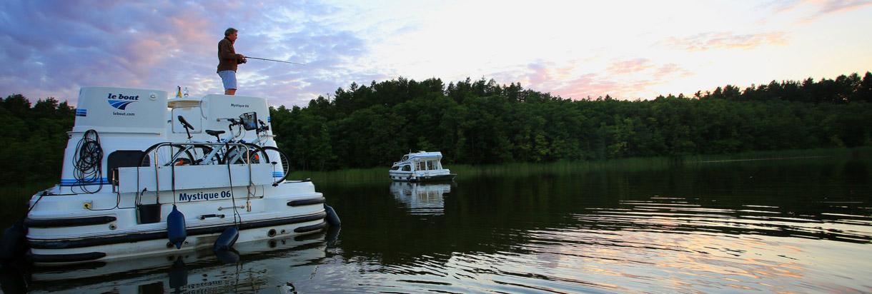 Angeln vom Boot aus in den Abendstunden