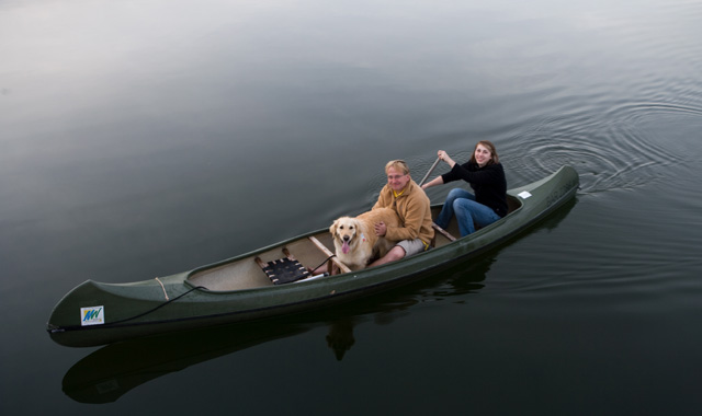 Hund im Kanu