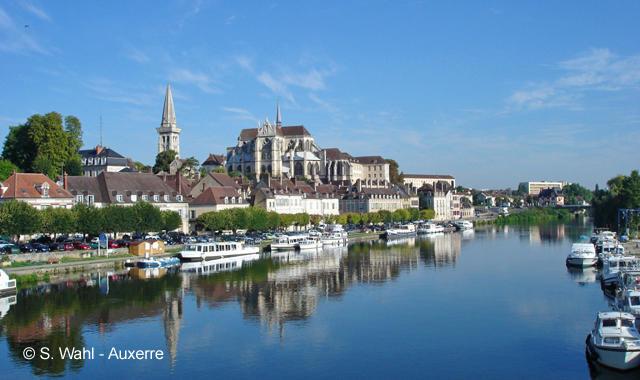 Auxerre vom Boot aus