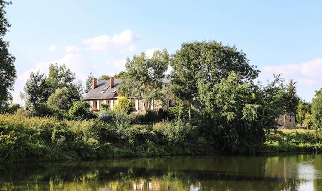 Burgund Haus am Ufer