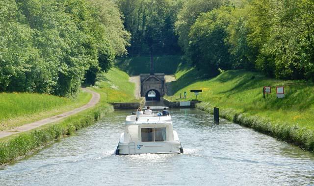 Leboat Bootfahren Franche Comte Tunnel de Savoyeux