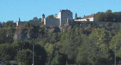Schloss auf einer Klippe