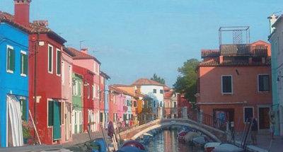 Bunte Häuser an einem Kanal in Burano