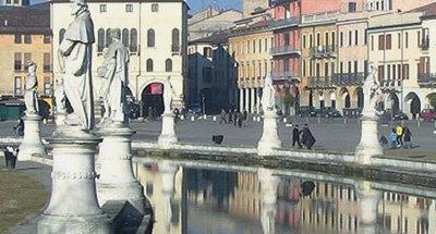 Brunnen und Statuen in Venedig