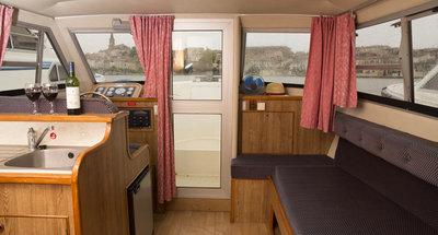 Salon des Hausbootes Cirrus A von Le Boat