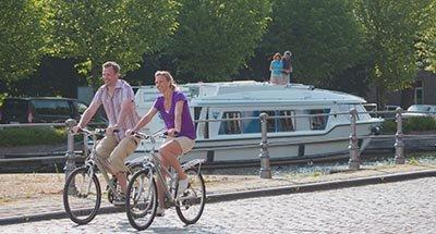 Radfahren entlang des Kanals
