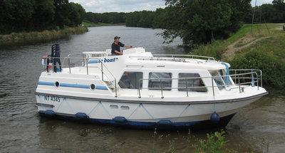 Außenansicht des Hausbootes Sheba von Le Boat