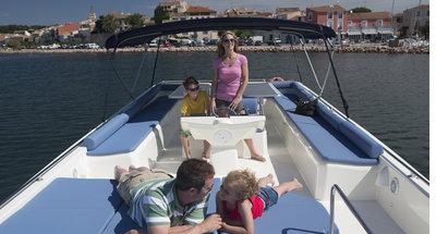 Auf dem Sonnendeck des Hausbootes Vision von Le Boat