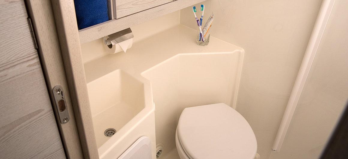 Horizon 4 - forward bathroom