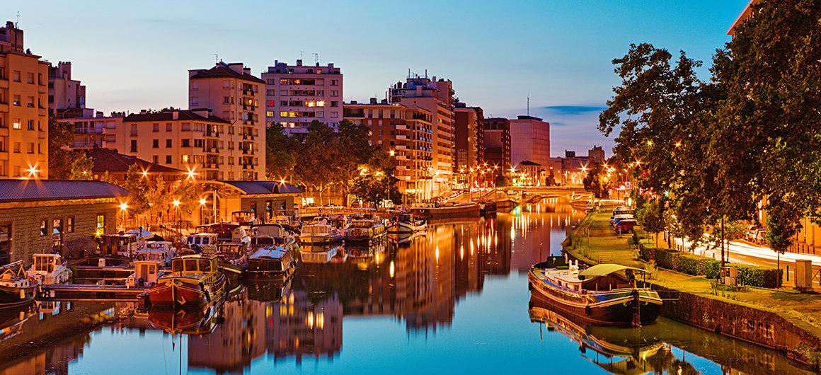 Ufer am Canal du Midi in der Nacht, Toulouse